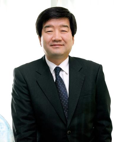 최평규 회장 SNT 창업 42년 기념..